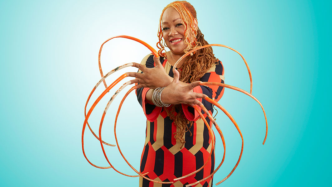 Video: World's longest fingernails