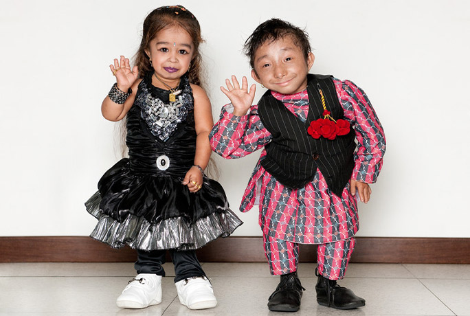 Shortest-man-living-Khagendra-Thapa-Magar-with-shortest-woman-living-Jyoti-Amge.jpg